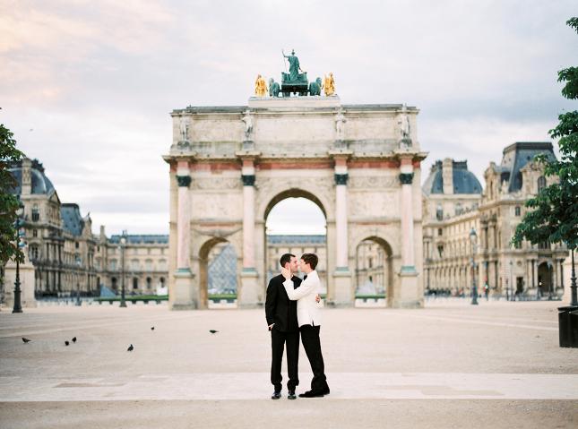 Louvre_paris_anniversary_session_same_sex_gay_wedding_engagement_wedding_photography_nastja_kovacec-2