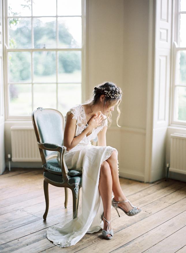 Helaina_Storey_styled_wedding_united_kingdom_norfolk_narborough_hall_gardens_film_fine_art_wedding_photographer_nastja_kovacec-1